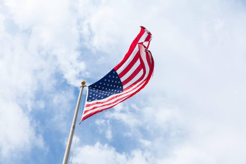 Aseguranza Medica Barata - seguro medico en estados unidos bandera de los estados unidos cielo